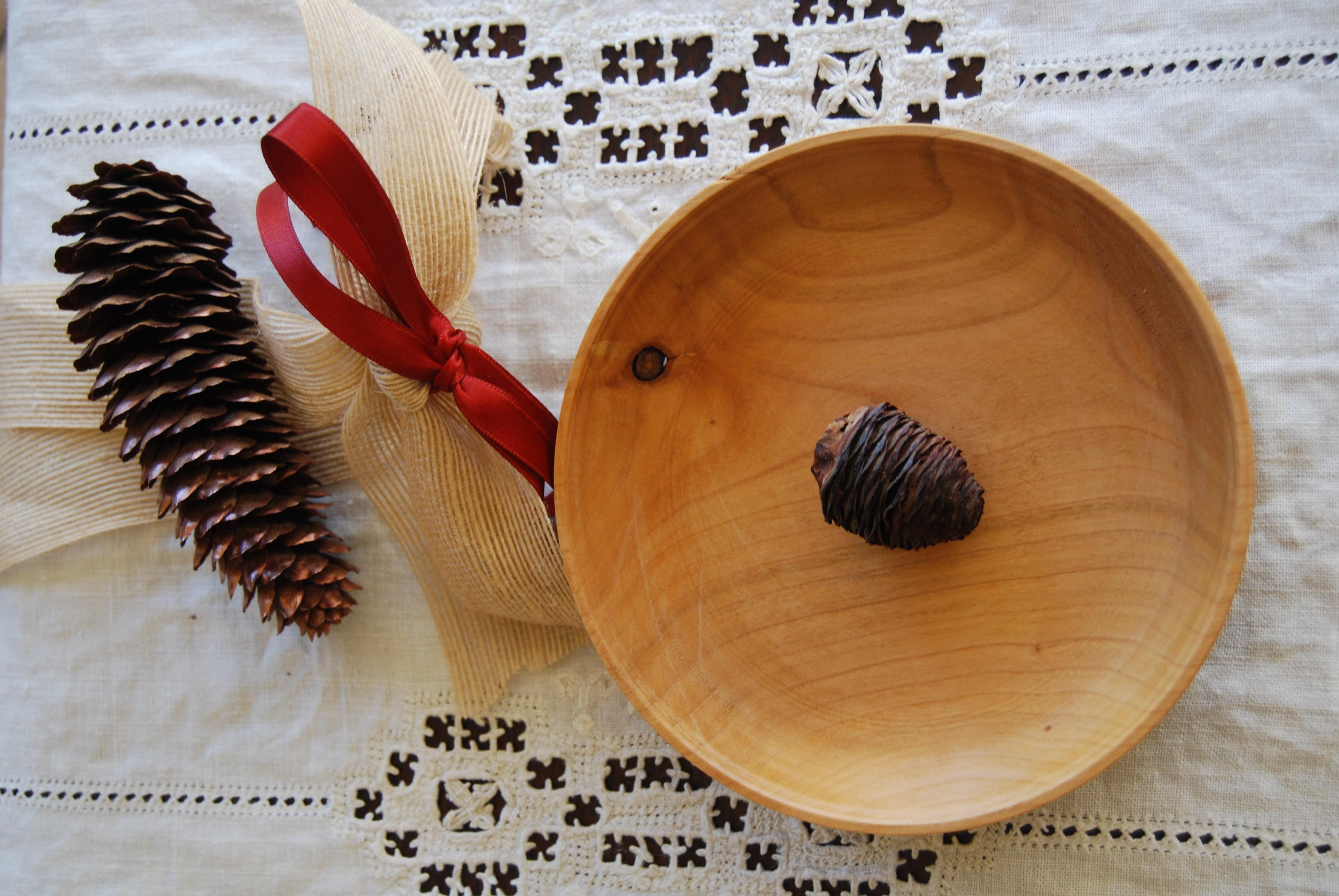Piatto in legno di ciliegio tornito