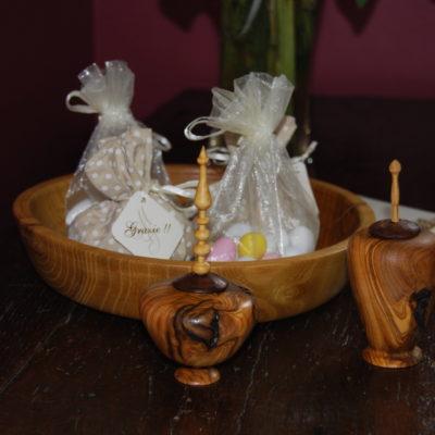 Ciotoline porta confetti in legno di ulivo