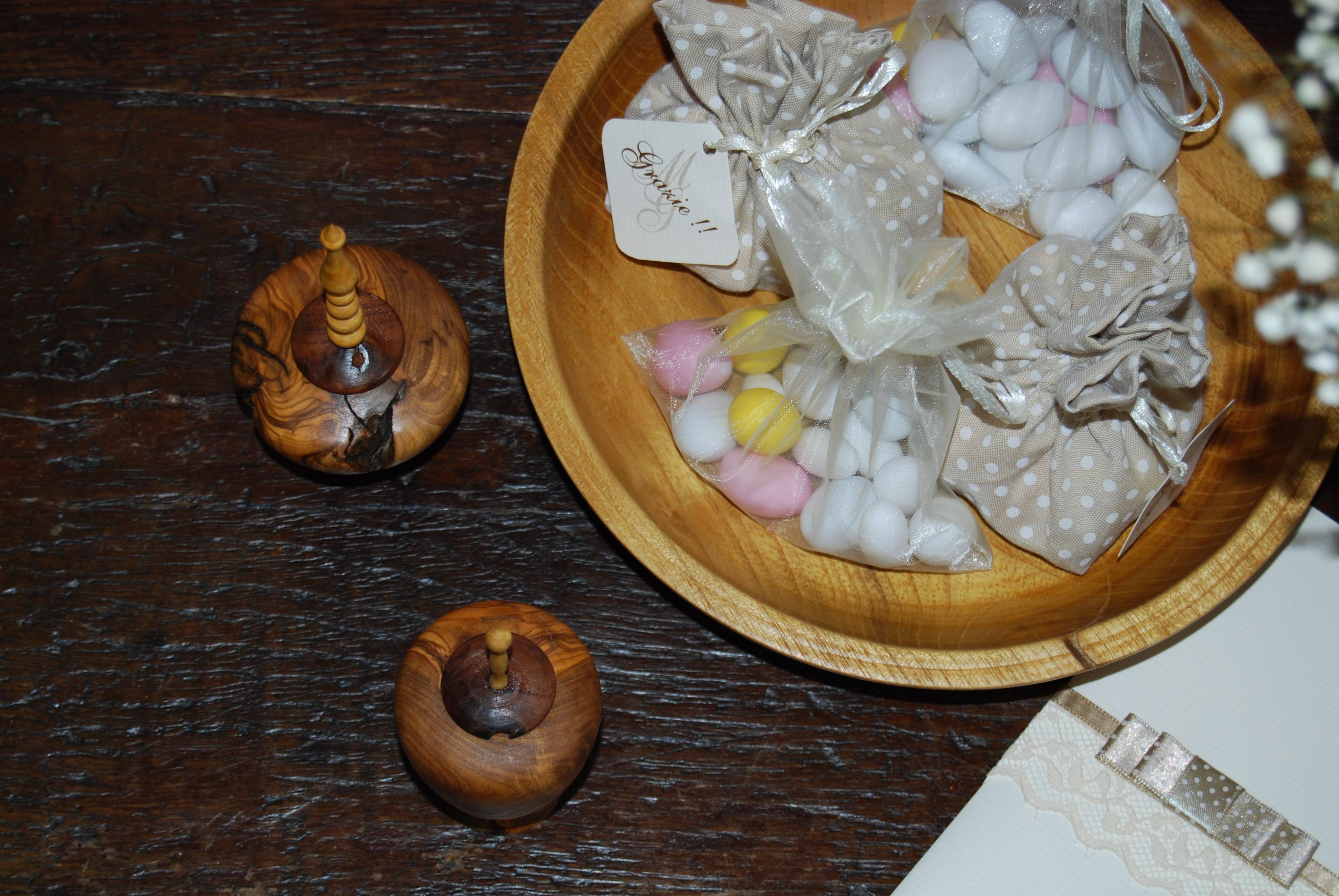 Bomboniere in legno di ulivo tornito