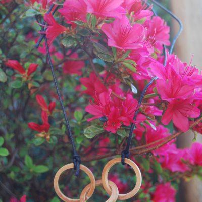 Collana in legno di frassino ad anelli